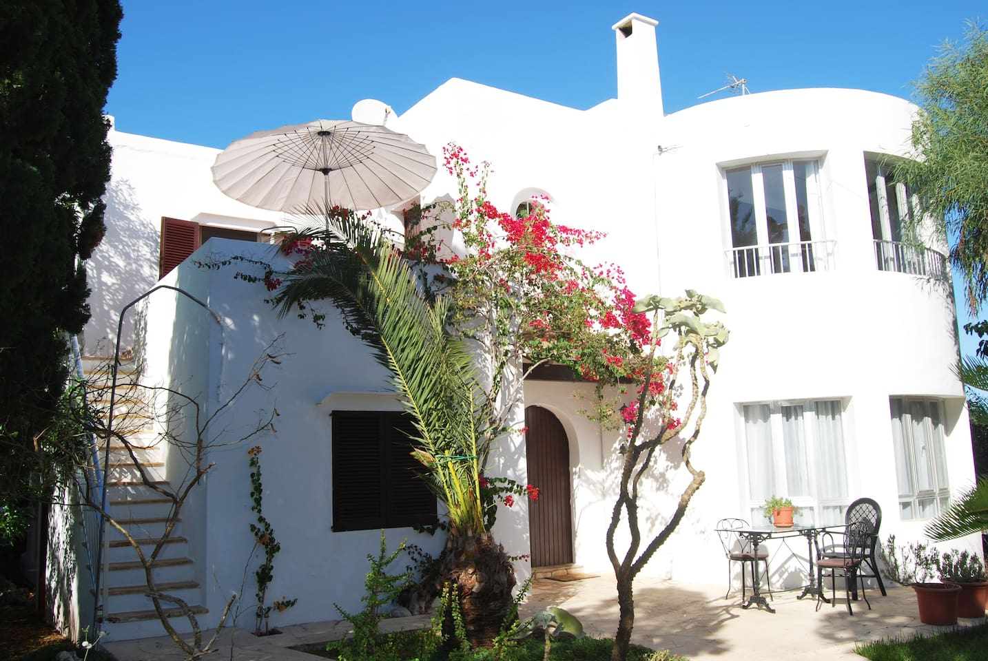 Apartment in villa, ideal for family holidays, close to beaches, supermarkets and shops