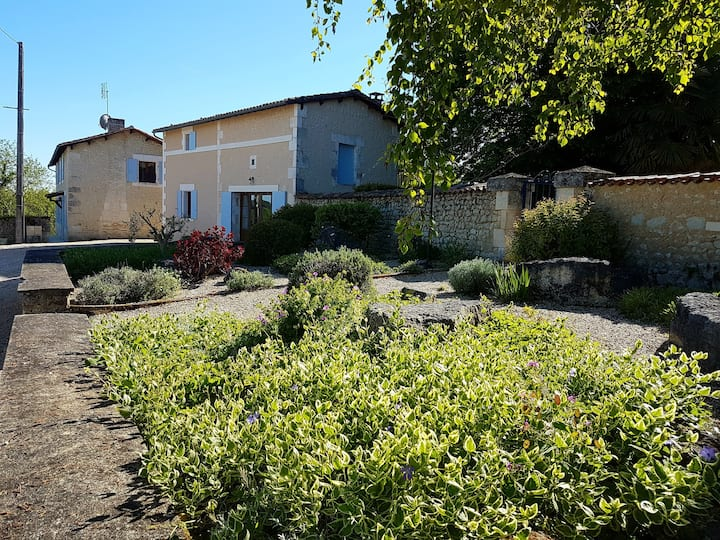 Le Nid - a two bedroomed gem close to Aubeterre!