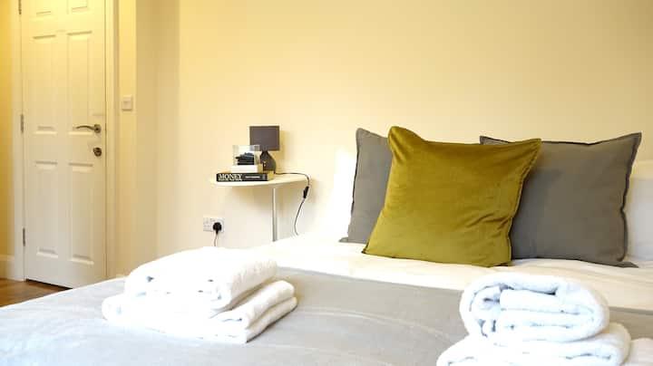 LL4 Double en-suite room in Heathrow *FREE parking