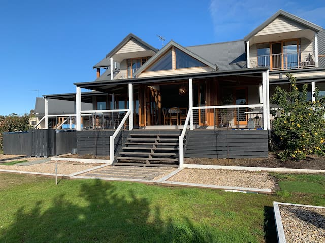 Torquay Stay Spa Cottage near main house private