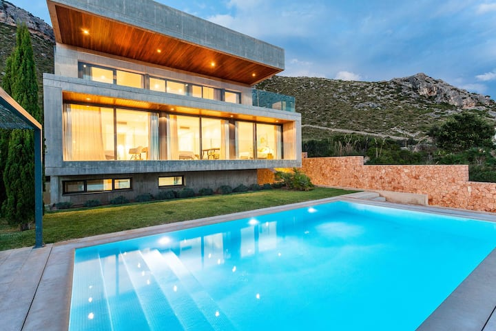 EXCLUSIVE VILLA IN PUERTO POLLENSA
