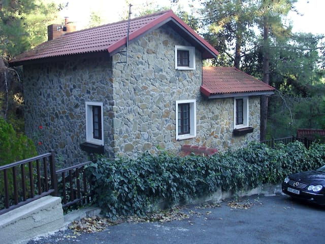 Luxury Stone House in Platres  - Pano Platres - Huis