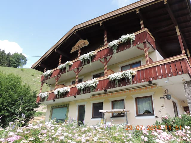 Appartement Tyrol, 9918 Tassenbach 10 ; email: Appartement.tyrol@aon.at