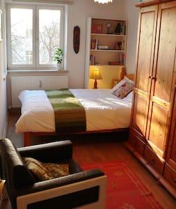 Light & cosy room in Schwabing - Monachium