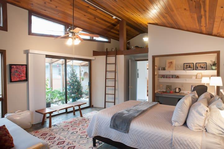 Zen Garden Suite with Solarium - Asheville - Bed & Breakfast