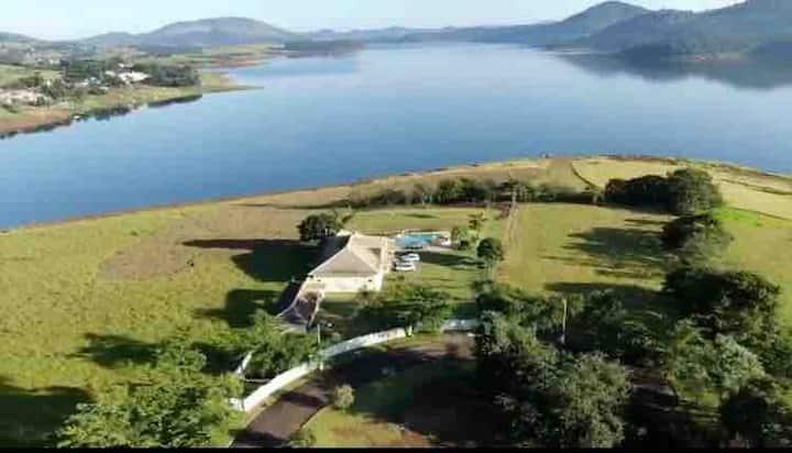 Casa com privacidade e conforto na Represa Jaguari