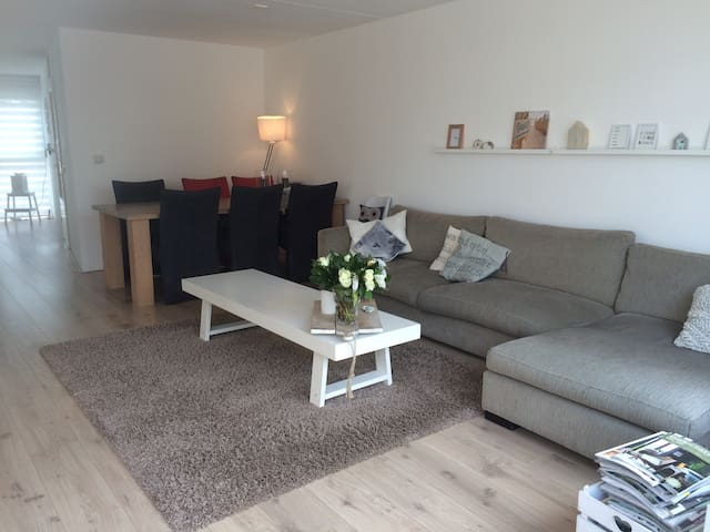 Large family house, walking distance to the beach - Zandvoort - Casa