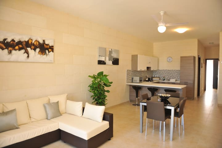Modern 3 Bed Apt in Prime Location - Zebbug - Apartamento