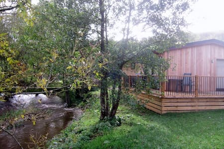 A Beautiful Riverside Lodge in a Rural Location - Clunton