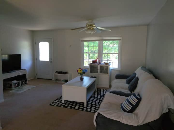 Quantico/Stafford-Cozy and Quiet Place (1 Room)...