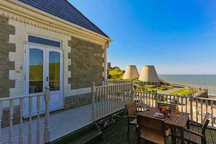 ILFRACOMBE RAPHAEL | 2 Bedrooms | Sea Views