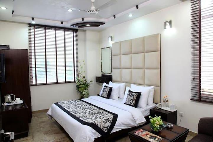 Luvyroom Premium Karol Bagh 18 - New Delhi - Bed & Breakfast