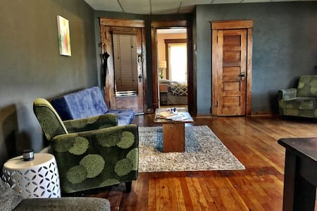 ★ Vintage, Walkable ♥ of Downtown ★ 30+ Day Stays