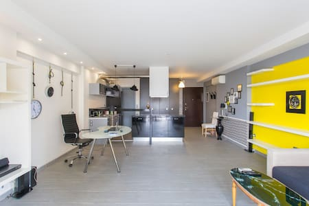 Cosy modern central loft, 50m from metro - Gazi - Athina