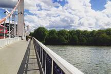 The outstanding Chelsea Bridge in the neighbourhood! Take a walk!