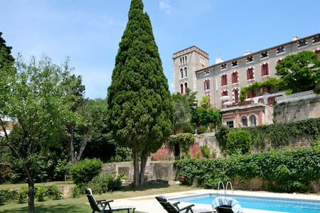Historic Chateau, private gardens/pool, fab views - Ventenac-en-Minervois - Hus