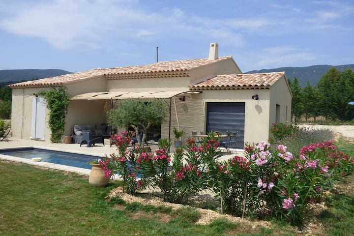 Beautiful, modern villa with private pool, fenced garden, in the beautiful Lubéron!