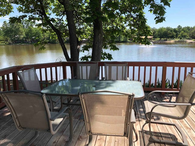 Abilene-Lake Cottage -1 Bedroom, On the Water!