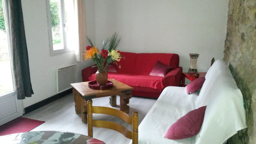Jolie Maison atypique au calme avec jardin (WIFI)