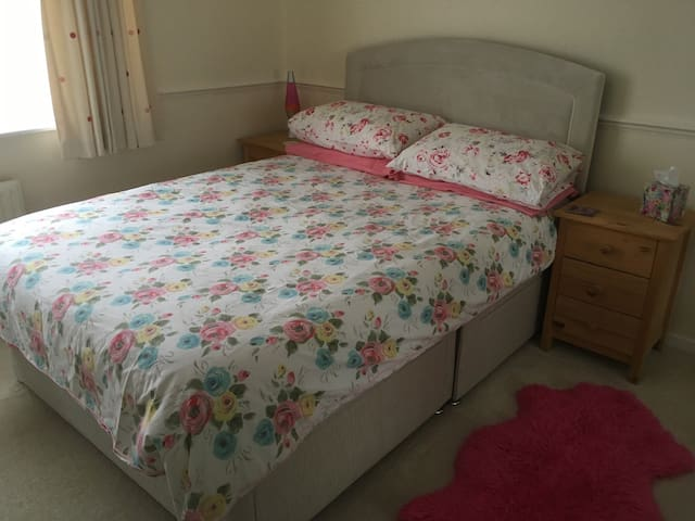 A bright and cheerful double room in Buntingford