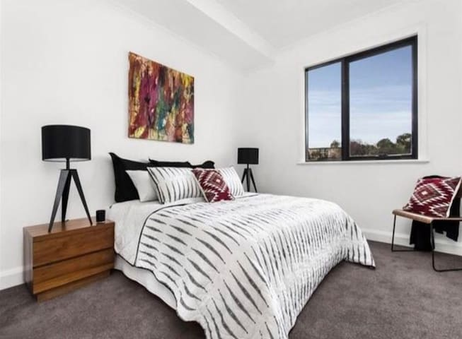 Cozy apartment 20 mins from CBD