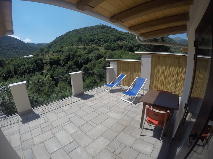 "Vallemaira. house ""  LUCE "" 2/4 posti letto"