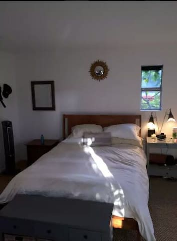 Private Master Bedroom - Broadwater - Pis