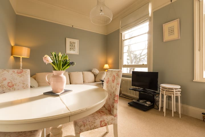 Charming 2 bed in Georgian building - Cheltenham - Huoneisto