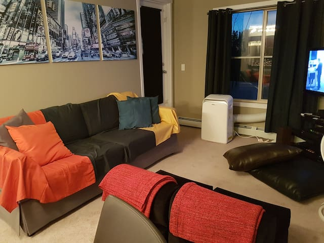 Condo+Parking 15 mins from YEG; 20 mins from WEM - Edmonton - Apartament