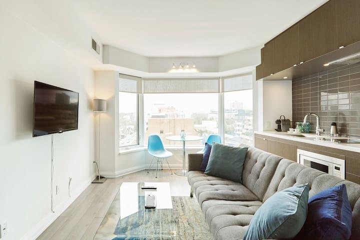 HOTEL STYLE EXEC SUITE Condominium near UofT, ROM, YORKVILLE
