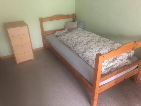 Ruhiges sehr schönes Zimmer mit Terasse