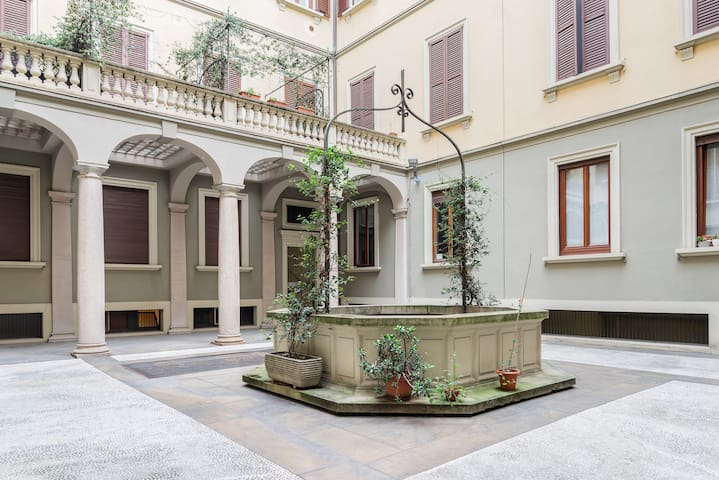 The elegant Courtyard