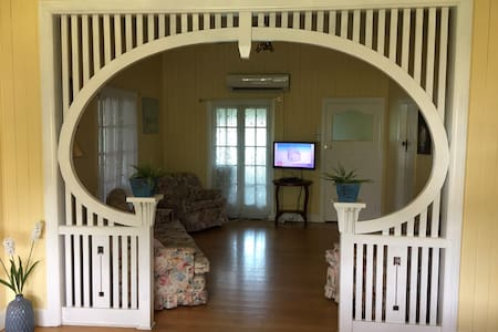 Queenslander near the river (pet friendly)