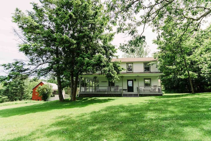 5BRM Farmhouse,125 Acres, Swimming,Fishing,&Hiking