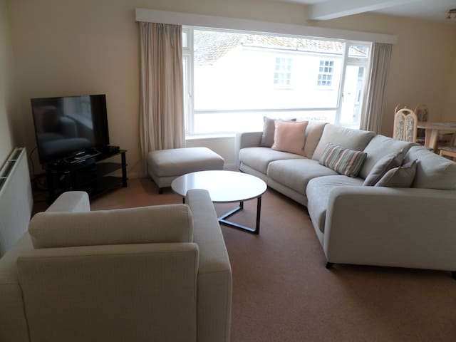 Recently rufurbished flat  in a central location - Salcombe - アパート