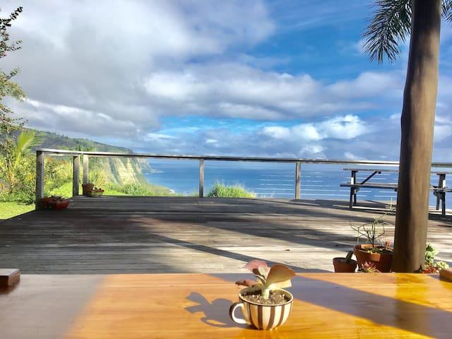 Stunning Waipio Overlook Home, Huge Deck, 3B/2.5ba