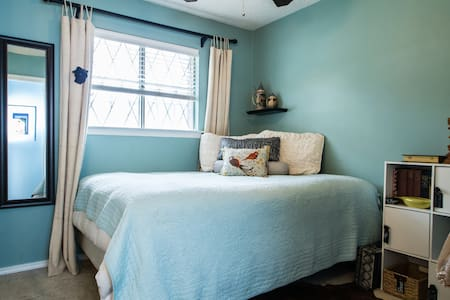 Winnie the Blue Room w/ Queen Bed - Grapevine
