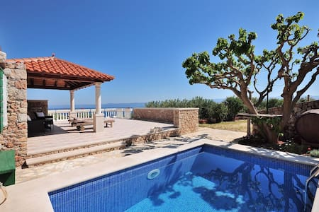 Rural villa with pool and sea view - Bol
