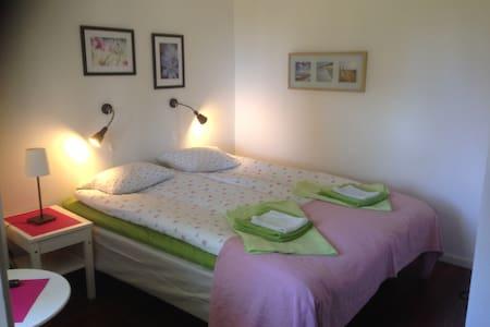 Tvåbäddsrum med eget badrum - Borgholm