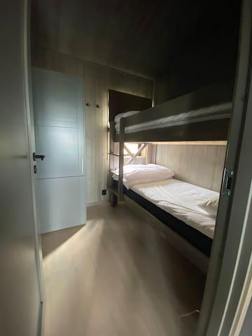 Sovrum 3, våningssäng (90/90)