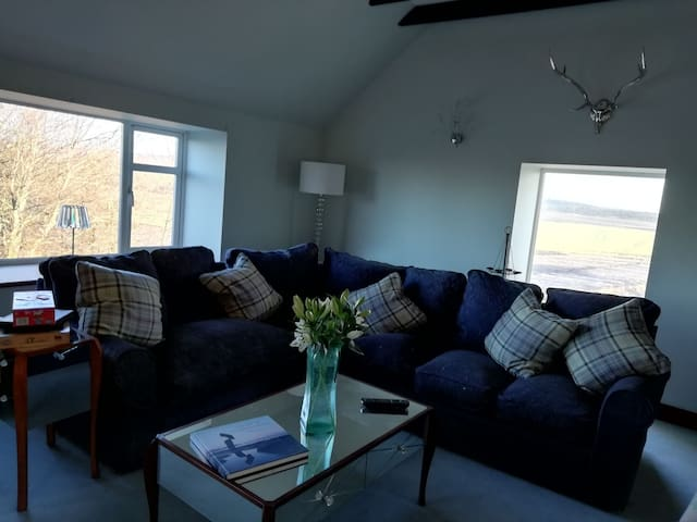 2 bedroom house with stunning views and fab space.