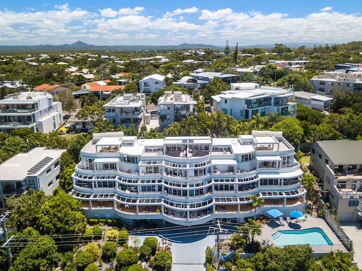 Sundancer Top Level XL Ocean Views 2 bms Apartment