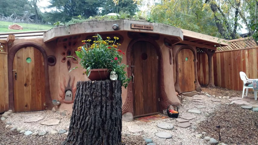 "Earth House ""Hobbit Cobin"" - Petaluma"