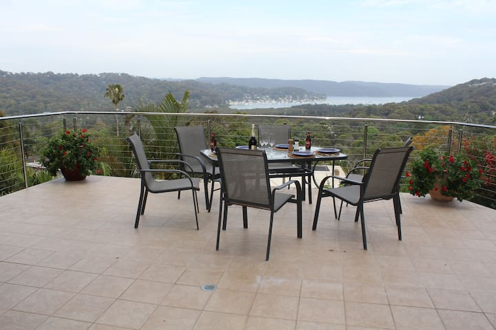Quiet retreat with Pittwater views.