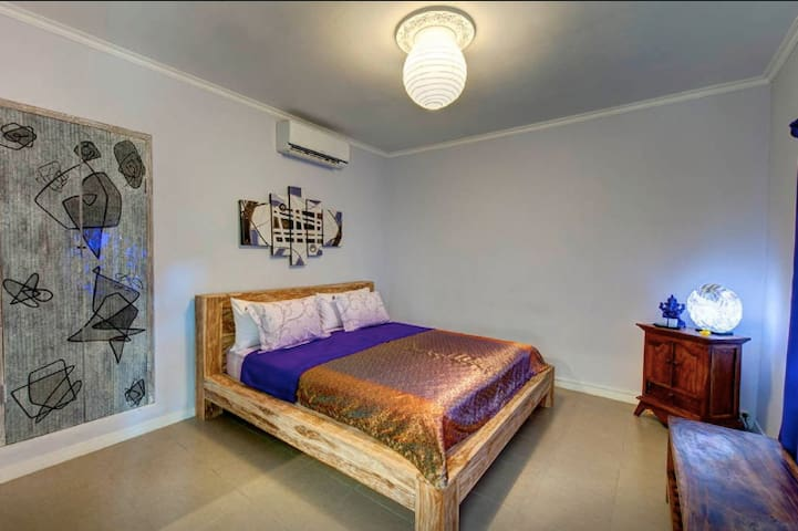 Perfect place, comfy & peaceful #2 in Ganesh Lodge - Manggis - Bed & Breakfast