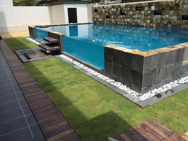 Modern trendy holiday pool villa - Johor Bahru - Dům