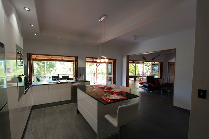 Earl Hill Retreat Trinity Beach QLD - Trinity Beach - Apartment