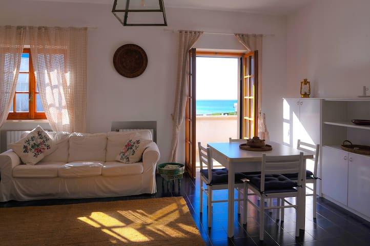 Appartamento vista mare - พอร์โต เซซาเรโอ