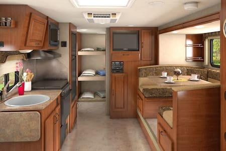 2015 Lance Travel Trailer Bunkhouse - Autocaravana