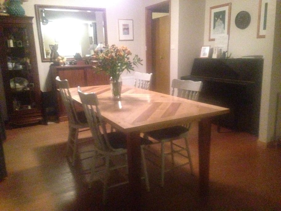 Dining are with piano, for guest use
